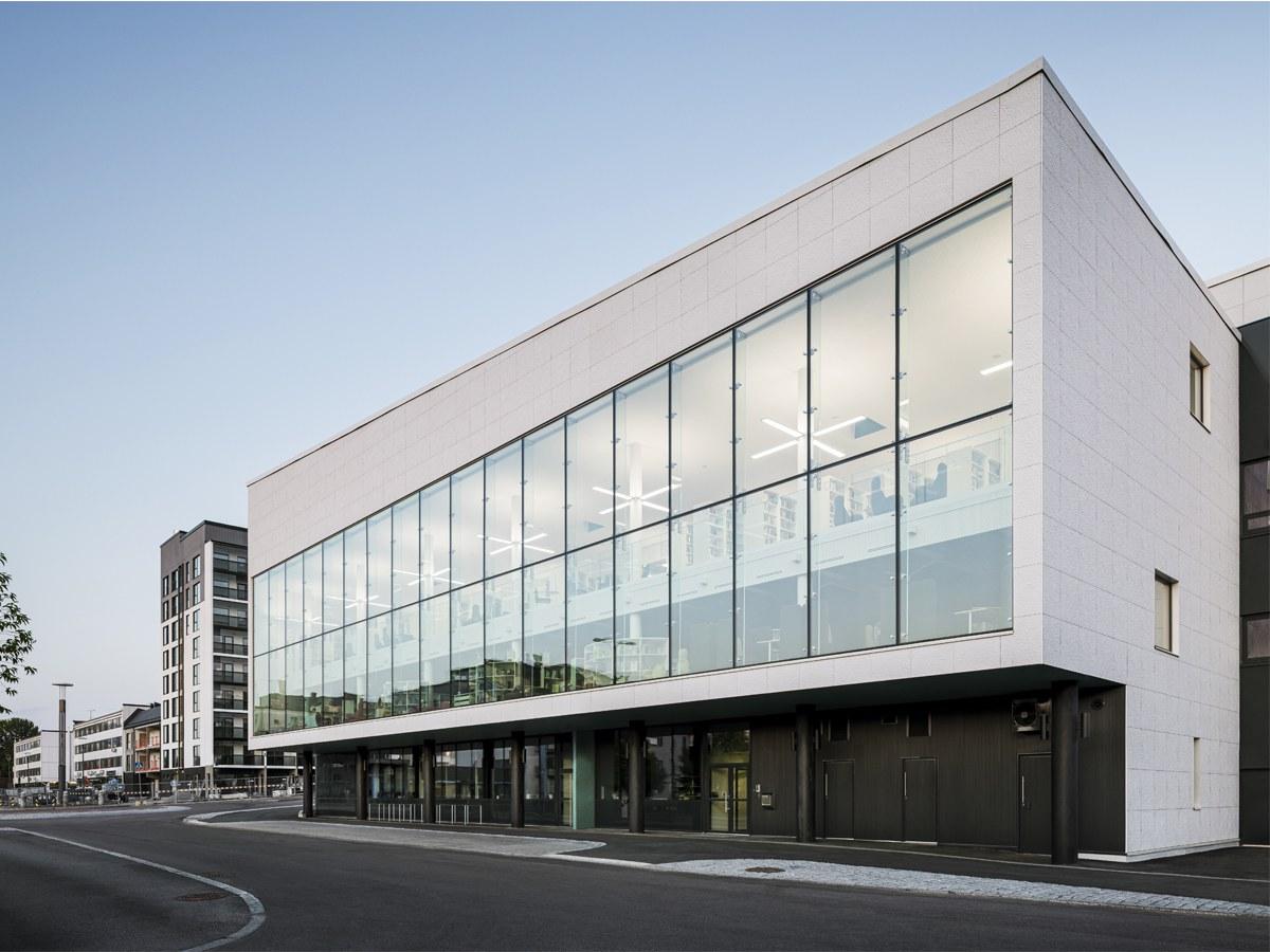 Existe algo melhor do que uma textura de papel para uma fachada de biblioteca?
