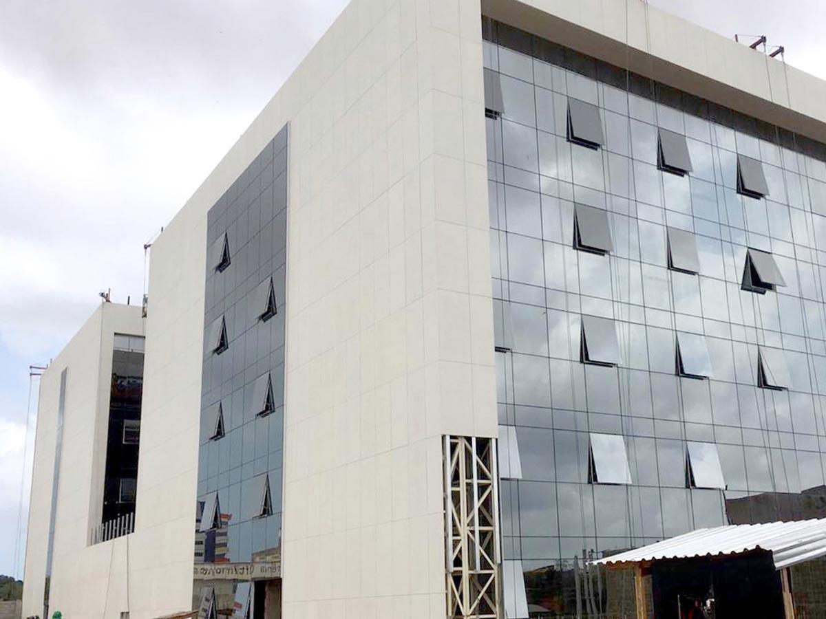 Fachada ventilada da ULMA presente na ampliação do hospital São Domingos