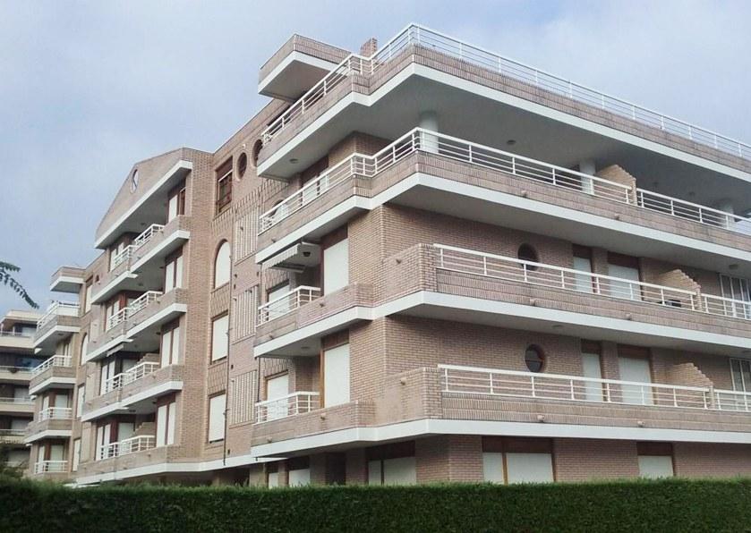 Reforma de fachada no condomínio residencial de Laredo
