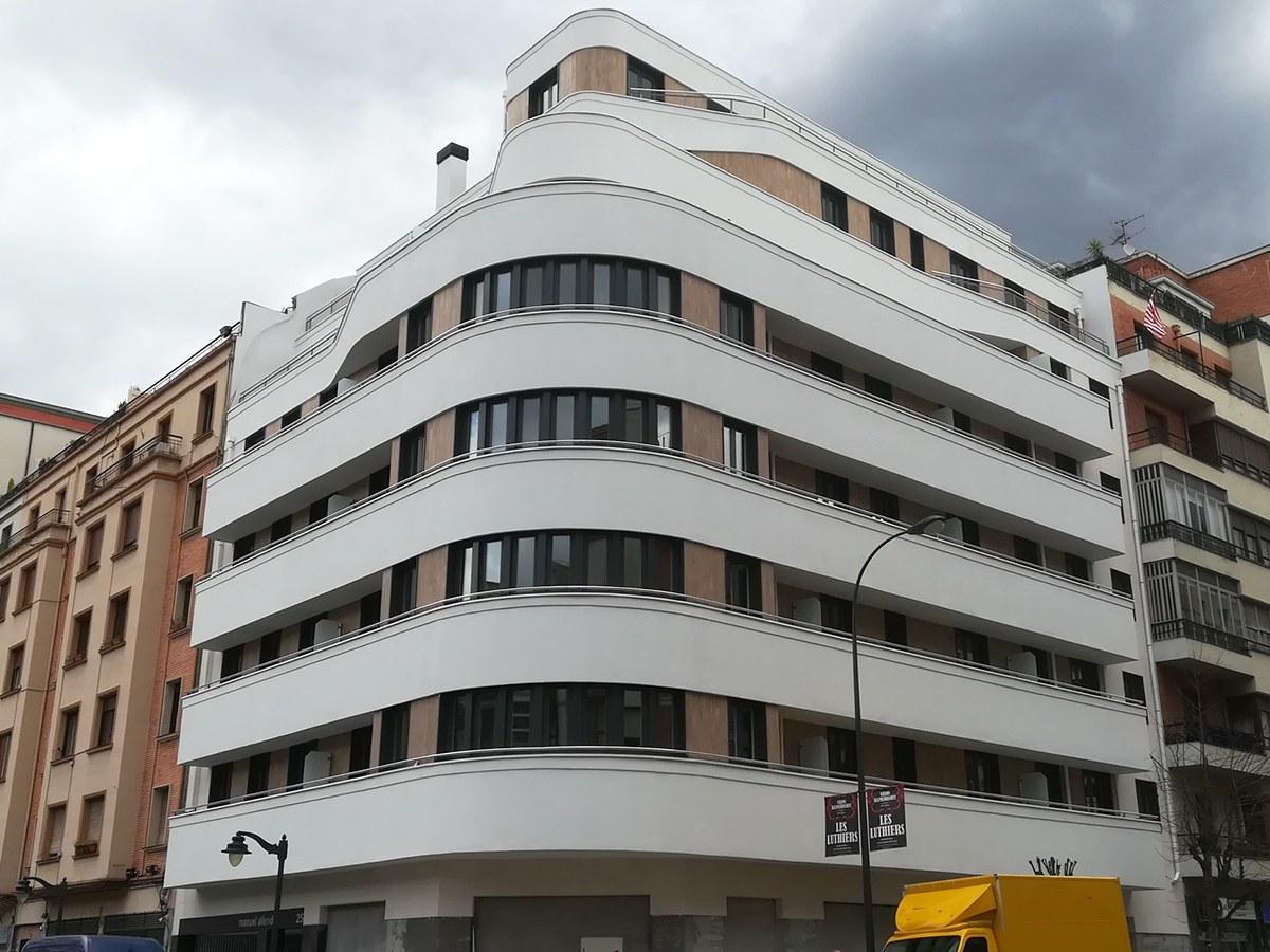 Capeamentos e peitoris padrão e específicos no centro de Bilbao, Espanha
