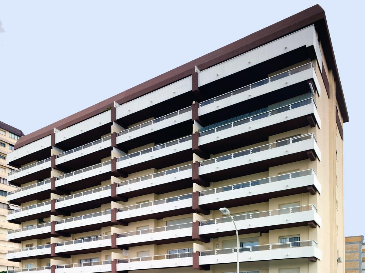 Soluções para problemas de umidades  e  salitre no Edificio Albatros- Gandía