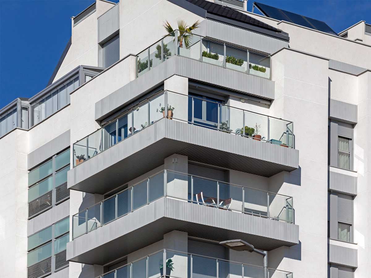 Edifício de apartamentos com frentes de varanda exclusivas