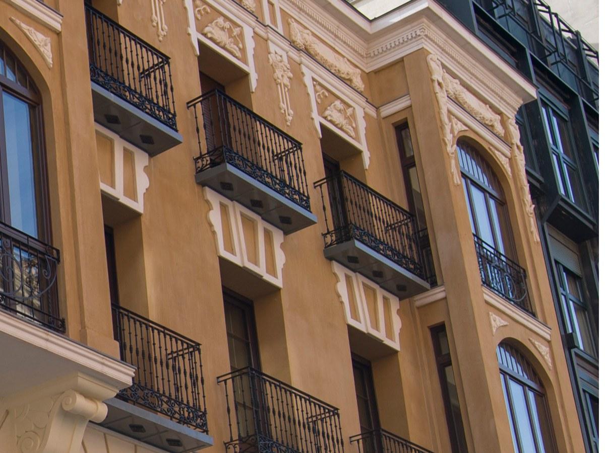 Peça especial para varanda numa fachada emblemática de Valhadolid