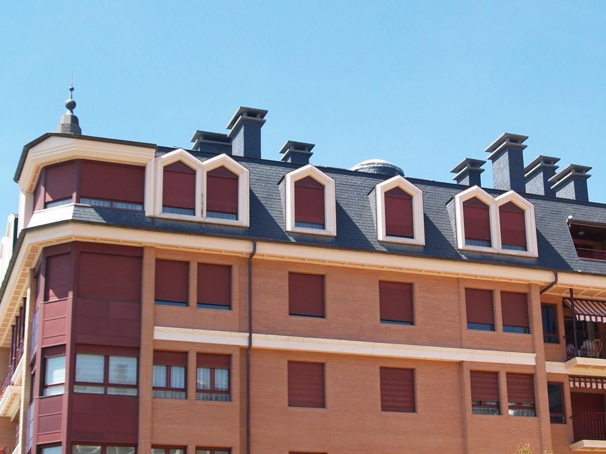 Recercados personalizados de betão polímero em Zarauz